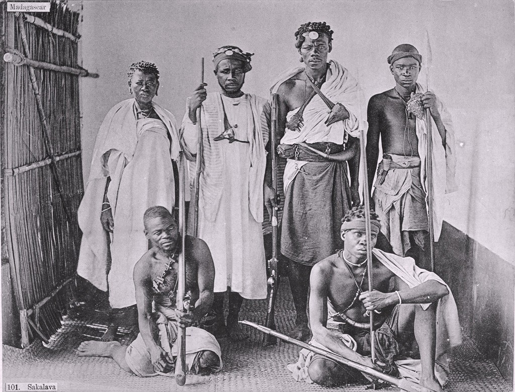 Group_of_Sakalava,_1890-1910