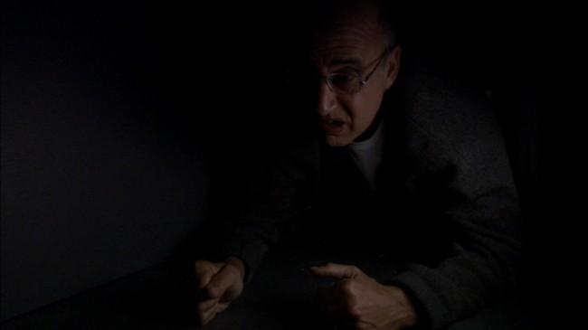 """Όλη η υπόθεση του George Bluth που εγκλωβίζεται στους τοίχους και ο Μπάστερ αναγκάζεται να προσλάβει έναν αντικαταστάτη του είναι αναφορά στην ταινία """"Στο Μυαλό του Τζον Μάλκοβιτς"""""""