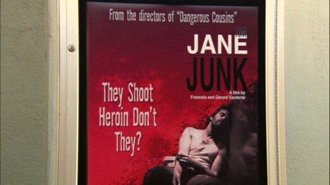 """Η λεζάντα """"They Shoot Heroin Don't They?"""" αποτελεί αναφορά στην ταινία του Syndey Pollack """"They Shoot Horse, Don't They?"""" (""""Σκοτώνουν τ' άλογα όταν γεράσουν"""")"""