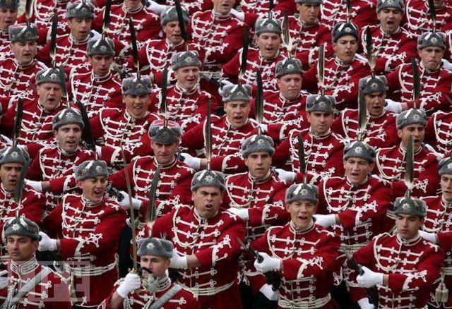 crazy_military_parades_04