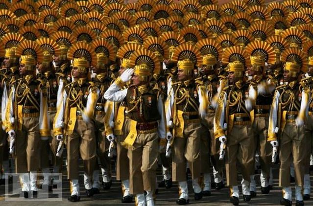 crazy_military_parades_07