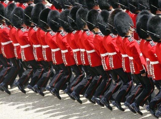 crazy_military_parades_09