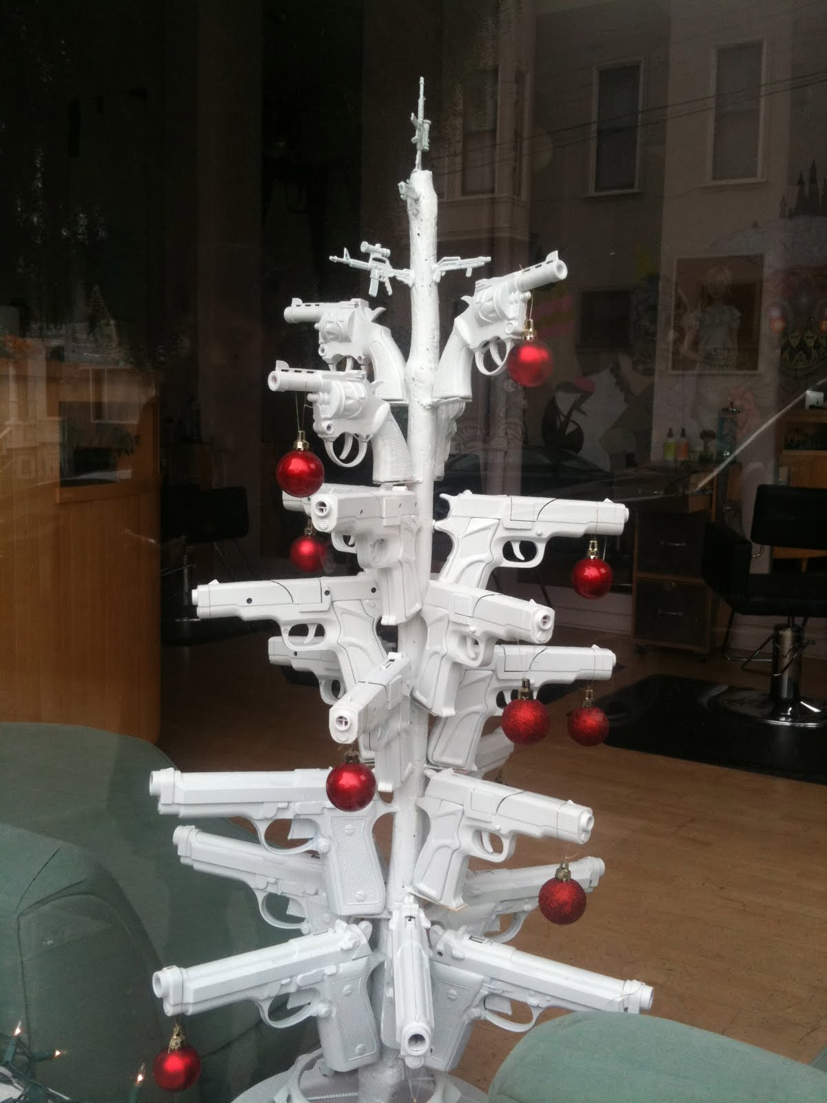 GUN-CHRISTMASTREE