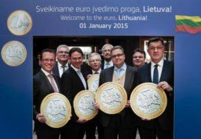 H Λιθουανία μπήκε χτες στο ευρώ (και οι φωτογραφίες των πολιτικών της σαν να μας θυμίζουν κάτι)