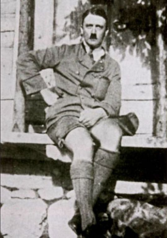 banned_neverbeforeseen_photos_of_hitler_in_shorts_640_high_06