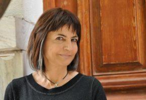 Ίου, οι φτωχοί ψηφίζουν: Η Α. Λυμπεράκη, βουλευτής του Ποταμιού τα λέει σταράτα