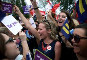 Nόμιμοι οι γάμοι των ομοφυλόφιλων στις ΗΠΑ