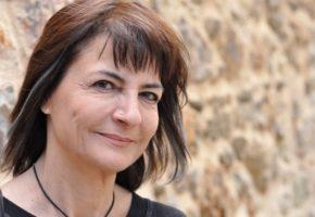 """""""Ίου, οι φτωχοί θέλουν να έχουν και σπίτι;"""" Η Α. Λυμπεράκη, βουλευτής του Ποταμιού τα λέει ξανά σταράτα"""