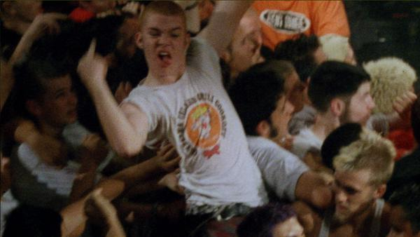 DC3_06_crowd_surfing_guy_24718441_type12499