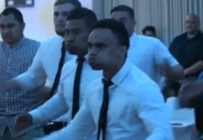Καλεσμένοι σε γαμήλια δεξίωση στη Νέα Ζηλανδία υποδέχονται το ζεύγος χορεύοντας haka (VIDEO)
