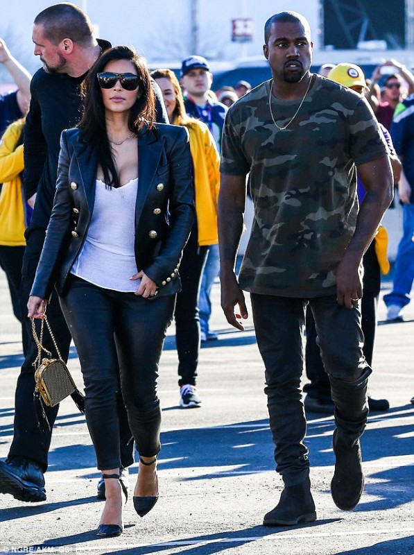 25423F4900000578-2935848-Ready_for_some_football_Kim_Kardashian_and_Kanye_West_look_casua-m-36_1422852538807