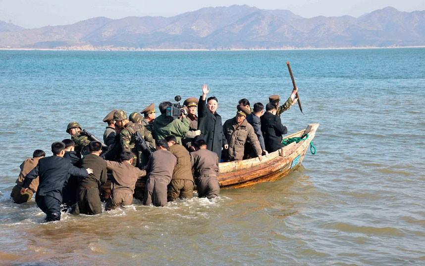 kim-jong-un-boat_2506851k