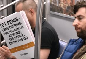 Τι διαβάζουν οι άνθρωποι στο μετρό: Αμερικανός κωμικός έχει την ξεκαρδιστική απάντηση (VIDEO)
