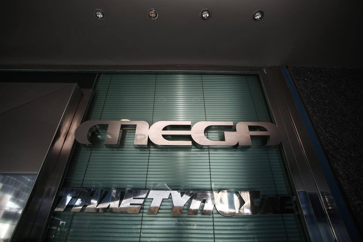 Demonstration by laid off employees of Mega Channel TV station, outside its headquarters, in Athens, on Dec. 29, 2015 / Διαμαρτυρία απολυμένων εργαζομένων του Mega Channel έξω απο τα κεντρικά στούντιο του σταθμού, στην Αθήνα, στις 29 Δεκεμβρίου, 2015