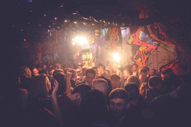 Hornsleth-Bar (2)