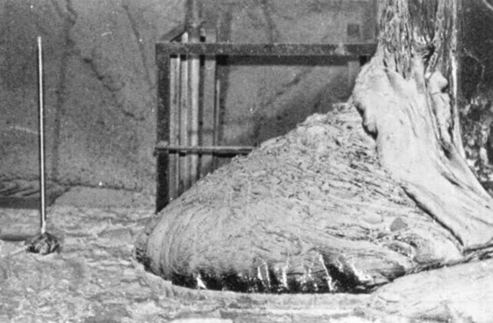 The Elephant's Foot of the Chernobyl disaster, 1986 (2)