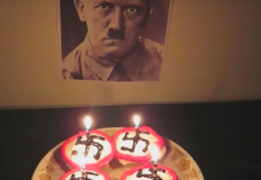 Κανάλι τύπισσας στο YouTube τρώει ban, αφού τραγούδησε «Happy Birthday» στο Χίτλερ (VIDEO)