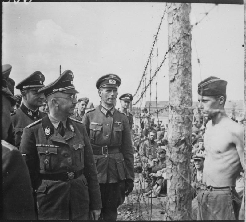 Himmler_besichtigt_die_Gefangenenlager_in_Russland._Heinrich_Himmler_inspects_a_prisoner_of_war_camp_in_Russia,_circa..._-_NARA_-_540164.tif