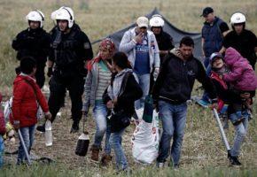 Συνεχίζεται από το πρωί η επιχείριση εκκένωσης του καταυλισμού της Ειδομένης (PHOTO)