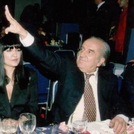 γιαννόπουλος-μπουζούκια-μπαλανίκα-μούντζα