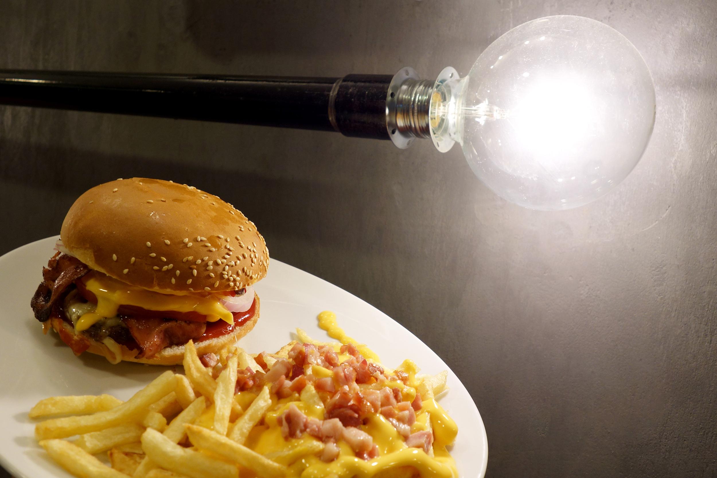 Aris Athanatos - Queen's Burger - 005