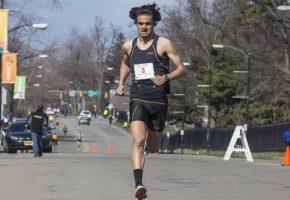 Εντωμεταξύ, ο 27χρονος Βασίλης Καριόλης τερμάτισε 29ος σε αγώνα δρόμου της Βοστώνης
