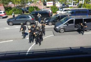 Νεκρός από πυροβολισμό της αστυνομίας ο ένοπλος που εισέβαλλε σε κινηματογράφο στη Γερμανία