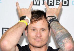Ο κιθαρίστας των Blink 182, Tom DeLonge, παρατάει το συγκρότημα για να κυνηγήσει εξωγήινους