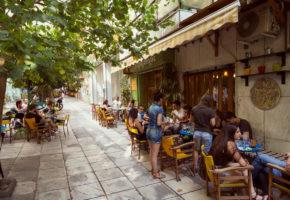 Ο Καραγκιόζης ξεκίνησε σα γλυκάδικο κι έγινε το καλύτερο καφενείο των Εξαρχείων