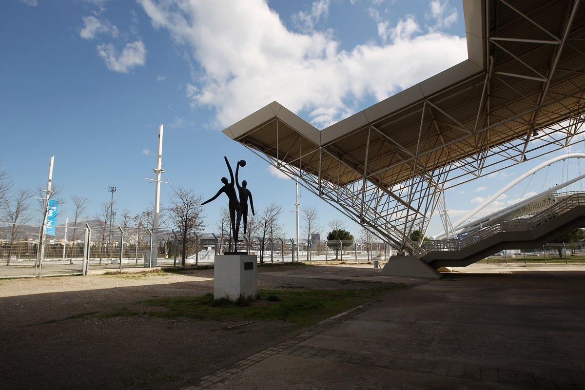 Ένα άγαλμα έξω από το ΟΑΚΑ