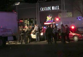 ΗΠΑ: Τουλάχιστον 4 νεκροί από πυροβολισμούς σε εμπορικό κέντρο βόρεια του Seattle