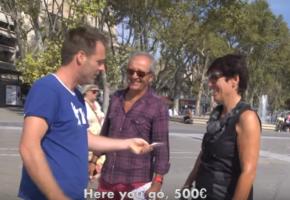 Ζεστά λεφτάκια σε άκυρους τύπους μοίρασε στο τελευταίο του βίντεο ο Remi Gaillard (VIDEO)