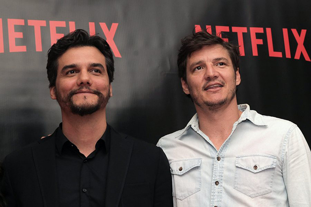 epa05490561 (L-R) Brazilian actor Wagner Moura and Chilean Pedro Pascal pose after a press conference in Mexico City, Mexico, 16 August 2016, where the US company Netflix announced the second season of the series 'Narcos', which tells the story of Colombia's most famous drug dealer, Pablo Escobar Gaviria. EPA/ALEX CRUZ