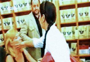 Σαν σήμερα η Αθήνη Τσούνη ρίχνει στην Δήμητρα Λιάνη το πιο ΠΑΣΟΚ σκαμπίλι στην ιστορία του σοσιαλισμού