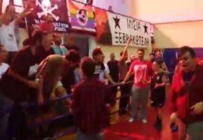Παίκτριες, οπαδοί και προσφυγόπουλα παρτάρουν μαζί στις κερκίδες του Αστέρα Εξαρχείων (VIDEO)