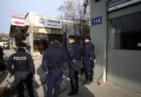 Η αστυνομία έκανε ντου στον Βοτανικό και συνέλαβε τους ακροδεξιούς που είχαν κάνει κατάληψη στον χώρο