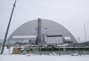 Ένας τεράστιος μεταλλικός θόλος θα καλύψει το ραδιενεργό αντιδραστήρα του Τσέρνομπιλ (PHOTOS+VIDEO)