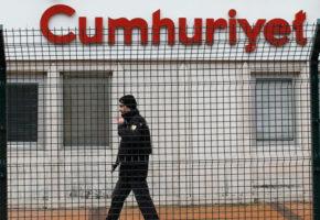 Τουρκία: Ο καφετζής εφημερίδας της αντιπολίτευσης δηλώνει πως δε θα σερβίρει τσάι τον Ερντογάν και πάει φυλακή