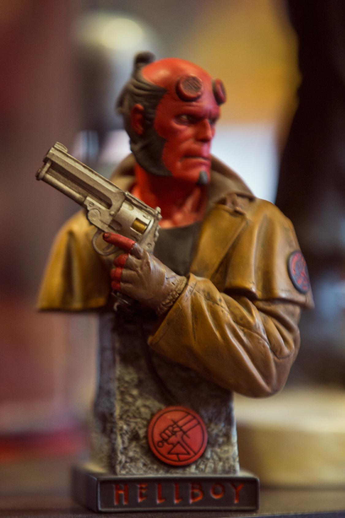 Ηellboy mini statue αριθμημένο. Το κατάστημα διαθέτει καινύριες και used φιγούρες από ταινίες, σειρές και comics