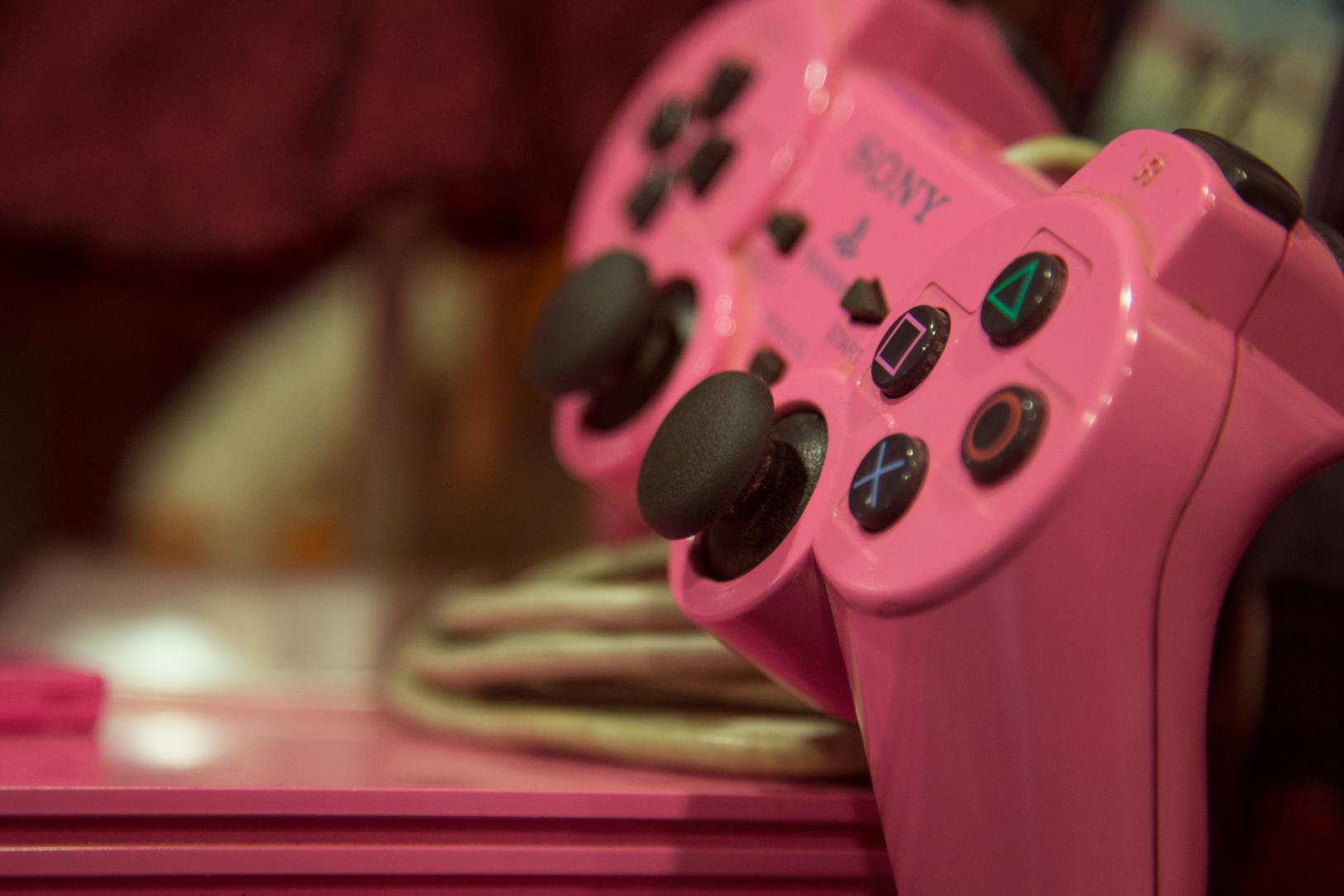 Να μην ξεχνάμε βεβαίως και τις κοπέλες - gamer: Pink Playstation