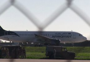 Αεροπειρατεία σε εξέλιξη στη Μάλτα σε αεροπλάνο με 118 επιβάτες (PHOTOS)
