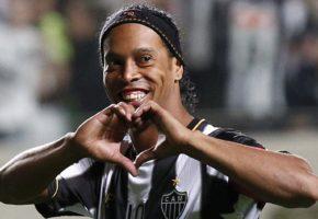 Μόνο αγάπη γι'αυτό που θα κάνει ο Ροναλντίνιο για την αδικοχαμένη ομάδα από τη Βραζιλία