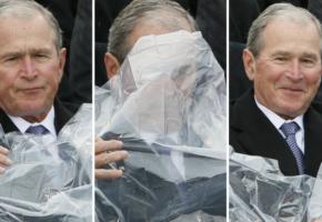 Ορκωμοσία Trump: Ο George Bush έκλεψε την παράσταση με την αδυναμία του να φορέσει αδιάβροχο