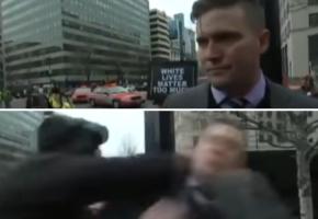 Πολιτικός υποστηρικτής της υπεροχής της λευκής φυλής τρώει μπουκέτο από διαδηλωτή την ώρα που μιλάει για τον Trump (VIDEO)