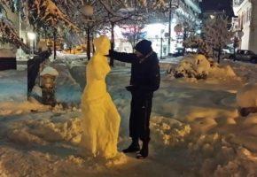 Καλλιτεχνική ψυχή στη Φλώρινα έφτιαξε το άγαλμα της Αφροδίτης με χιόνι (PHOTOS)