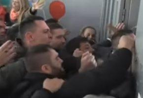 Εντυπωσιάζει η αντίδραση των αστυνομικών όταν ο υπόδικος Λαγός και οι τραμπούκοι του εισβάλουν σε σχολείο (VIDEO)