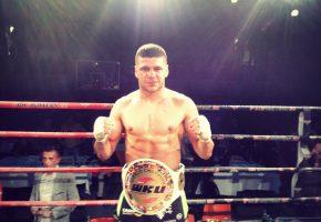 Με την ελληνική και την αλβανική σημαία πανηγύρισε ο παγκόσμιος πρωταθλητής του kick boxing Φλωριάν Μάρκου