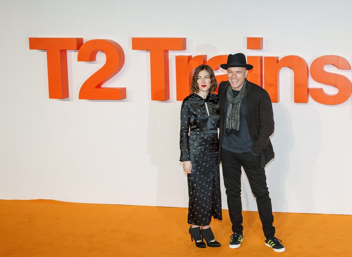 epa05742264 British actor Ewan McGregor (R) and British actress Kelly MacDonald (L) attend for the 'T2 Trainspotting' World Premiere at Cineworld, Fountain Park, in Edinburgh, Scotland, Britain, 22 January 2016. The movie will be released in the UK on 27 January. EPA/ROBERT PERRY