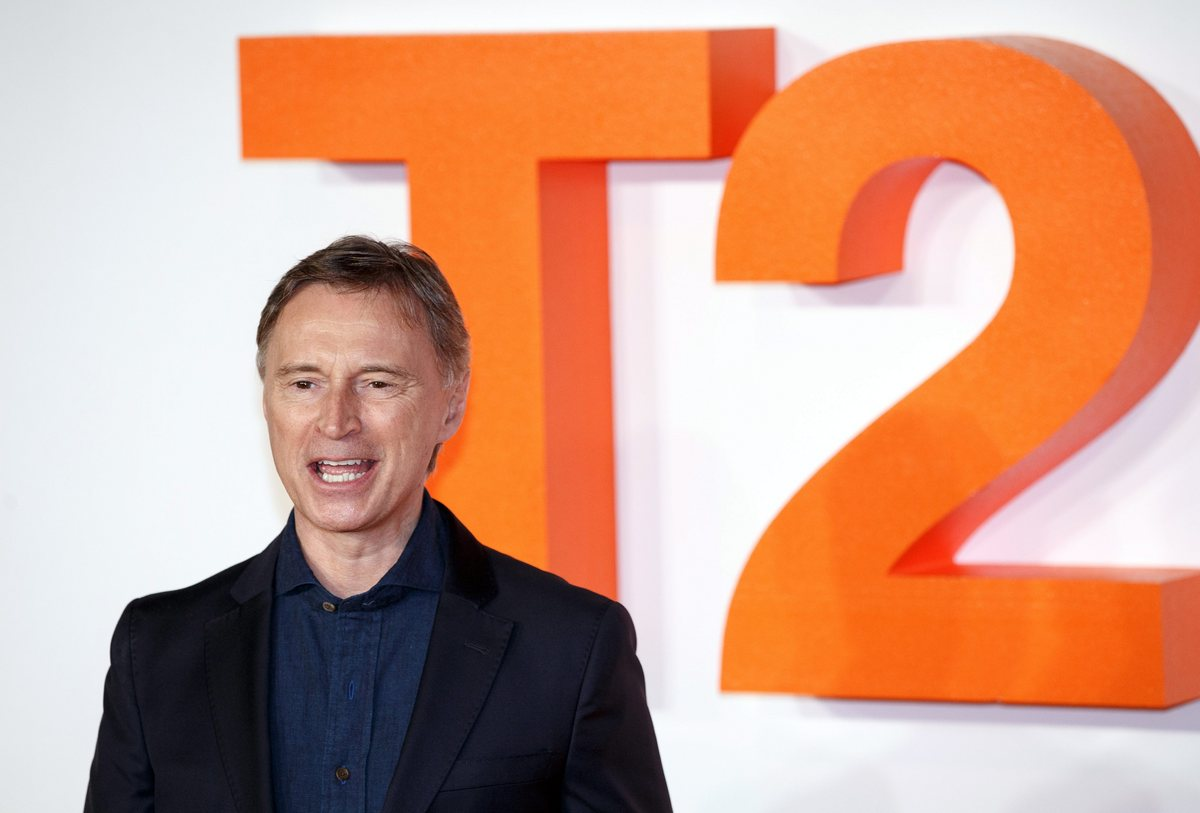 epa05742311 British actor Robert Carlyle attends for the 'T2 Trainspotting' World Premiere at Cineworld, Fountain Park, in Edinburgh, Scotland, Britain, 22 January 2016. The movie will be released in the UK on 27 January. EPA/ROBERT PERRY