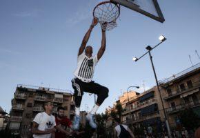 Με επικό γκράφιτι τίμησαν τον Γιάννη Αντετοκούνμπο στο γηπεδάκι που έμαθε μπάσκετ στα Σεπόλια (PHOTO)